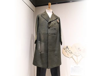 <strong>A Frock coat</strong><br> The frock coat that Kumagusu wore when he gave a lecture to Emperor Shōwa in June 1929.<br> While Kumagusu usually wore an informal yukata, on the occasion of this lecture he dressed up wearing this formal clothing.